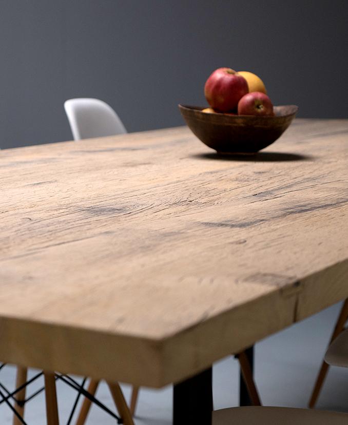 Tables sur mesure en vieux bois la parqueterie nouvelle for Table exterieur sur mesure